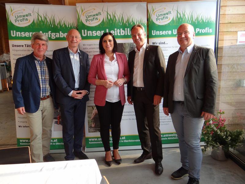 Grünbuch An Bundesministerin Köstinger überreicht